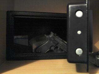 Сейф с кодовым замком для оружия и для денег.