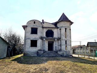 Casă în 2 nivele-263m , teren-10.8 ari. Trușeni Chișinău