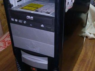 Корпуса чёрного цвета для сборки компьютера, состояние хорошее