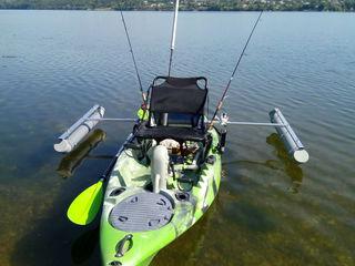 Рыболовный каяк с педальным приводом.