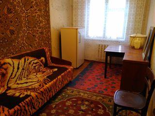Se vinde apartament cu 3 camere in Glodeni, centru
