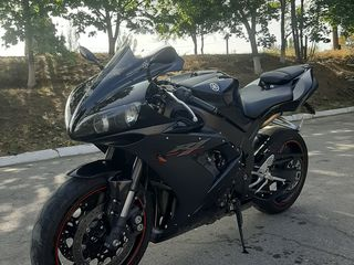 Yamaha R1 full black