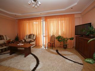 Продается квартира в центре за интуристом,возможен обмен на однокомнатную, автомобиль+евро