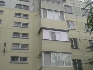 Vind apartament cu 3 odai. Pret negociabil