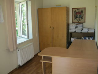 Сдается в аренду в центре  Кишинева офисы , склады,  столовая.