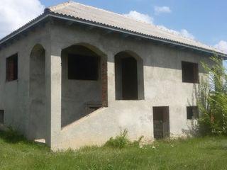 Se vinde casa cu 2 etaje in satul Bascalia, r-l Basarabeasca
