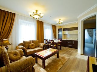 Rent: vip, 3-bedroom, neoclassic, 8-room apartment house!