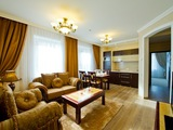 Rent from the owner: vip, 3-bedroom, neoclassic, 8-room apartment house!
