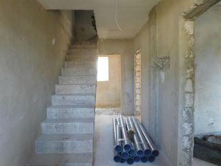 Se vinde casă cu 2 nivele, 4 camere, la GRI! 100 m2! Buiucani, str. Roșiori!
