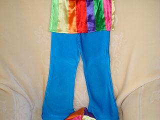 Продаем костюм для танцев львенка 300 лей, клоуна 200 лей на возраст 4-5 лет.