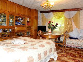 Cine vrea sa se mute in casa noua? Str. M. Sadoveanu 68, 5.55ari, 104m2, beci, foisor, garaj.
