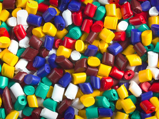 Coloranţi pentru mase plastice