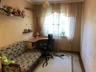 Продается 3-комнатная квартира. Район 9 квартал на против Green Hills.