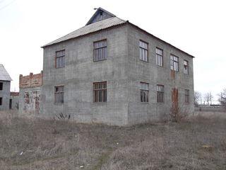 Продается 2-х этажный дом с.Малаешты.