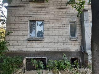 Vinad apartament in centru Truseniului