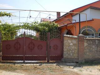 Casa noua 400 m/2 in Cosnita aproape de Nistru