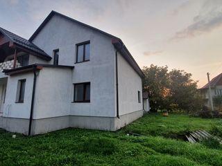 Spre vînzare Casă în 2 nivele,270 m2 +bucătarie  de vară 42m2,comuna Sîngera!