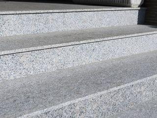 Granit pentru trepte, pervazuri, blaturi, piese la comada din granit...