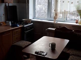 продается 2х комнатная квартира 55 кв.м. 4 этаж. р-н К.Маркса.