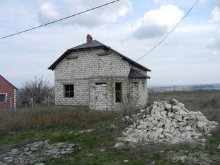 Sîngera, Unirii. Se vinde casa 150 m.p., teren 7 ari