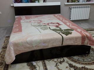 Продам спальную кровать с большими ящиками для хранения белья