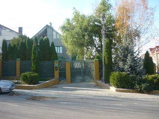 """Уютный дом с шикарным озелененным  двором. г.Бельцы""""Поле Чудес"""""""