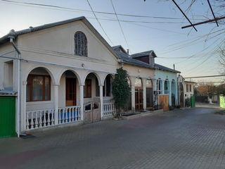 Vind casă în  Orhei+garaj+lot 6 ari
