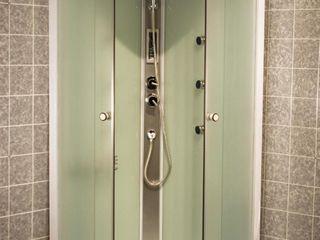 Установка душевых кабин,туалетов,ванных,смесителей,сушилок и все все остальное.