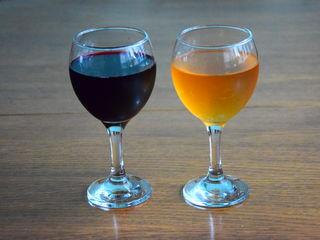 Vind vin negru si alb curat de casa la pret bun