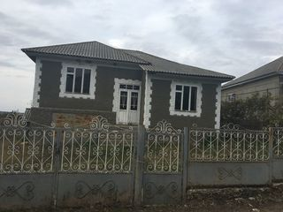 Casa amplasată pe un lot de 14 sote in satul Catranic, r-nul Falesti
