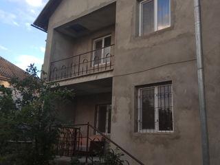Продам 2-х этажный дом в Яловенах
