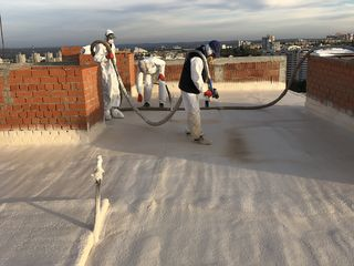 Termoizolare cu spumă poliuretanică:  fațade, mansarde, acoperișuri și hale industriale