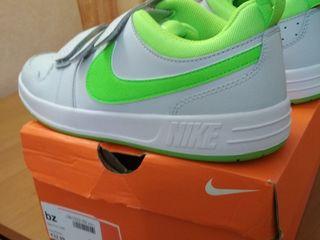 Кроссовки Nike 37-38 размер новые.