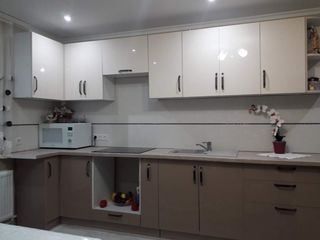 Bucătărie colt 3,3/0,80, cu fațade mdf Lucios - 11800 leilei