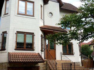 Продам частный дом в элитном районе Телецентра. Бассейн с летней террасой.