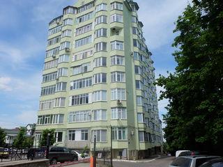 Se vinde penthouse sectorul centru, in casa din piatra, zona de parc