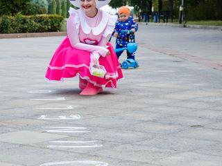 Distrează-te împreună cu Hello Kitty și Minion!