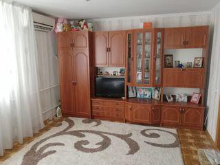 продается двух комнатная квартира и гараж