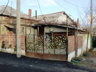 Vand/Schimb - 1/2 casa de locuit la Posta Veche, linga Rubin