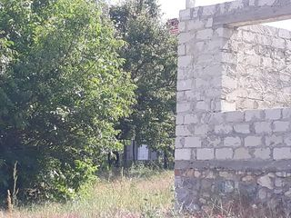 Cricova, teren 6 ari cu constructie nefinisata