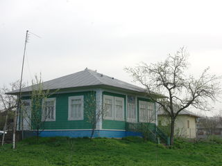 Casa cu teren agrigol - 8000 euro