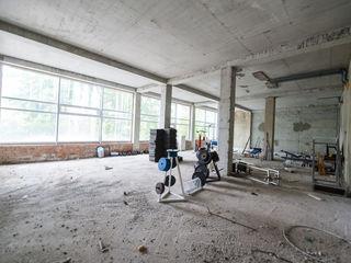 Продаем офисно-торговое помещения 540m2 по ул.Мирча чел бэтрын!Вторая линия! Дом сдан в экспл.