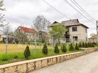 Vânzare casă în 2 nivele, 180 mp, teren 6 ari, or. Strășeni, 33 900 euro!