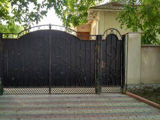 Casa perfecta la 6 km de Chisinau, in satul Magdacesti. Pret redus.
