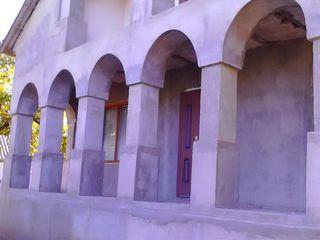 Casa cu doua etaje, gospodarie de gospodari pe 20ari