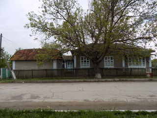 Se vinde casa la Chuhnesti.