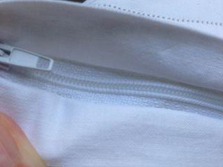 2 perne calitative, nu se fac boțuri, 50x70 cm, folosite puțin, în stare bună, cu huse detașabile, n