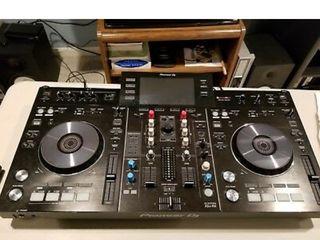 Pioneer XDJ-RX digital DJ controler
