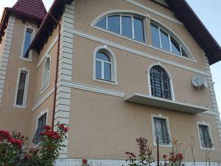 Продается дом  в три уровня+12 соток земли