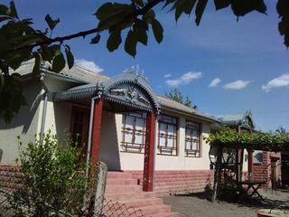 Se vinde casa mare s. Rassvet la traseul Ungheni-Chisinausau schimb pe apartament, bani in Chisinau